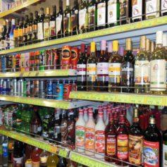 В Ярцево продавщица попалась на повторной продаже алкоголя подростку
