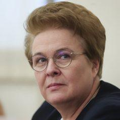 Ольга Окунева в прямом эфире рассказала смолянам о новых антикризисных мерах поддержки семей с детьми