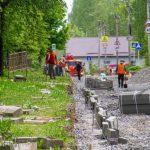 Асфальт начали укладывать на улице Попова в Смоленске