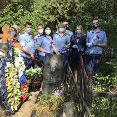 В Сафонове сотрудники прокуратуры посетили могилу ветерана