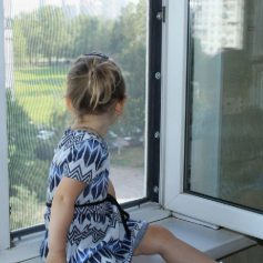 В Смоленской области с 9 этажа выпала 5-летняя девочка