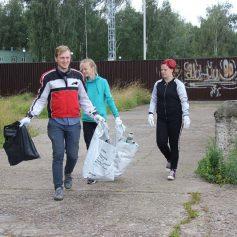 Десногорская молодежь очистила набережную от мусора