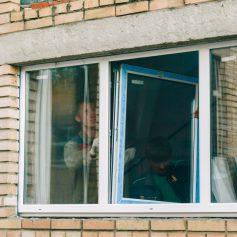 В гагаринских школах и садиках до конца года заменят больше тысячи окон