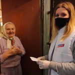 Добровольцы доставили льготные лекарства пожилым смолянам
