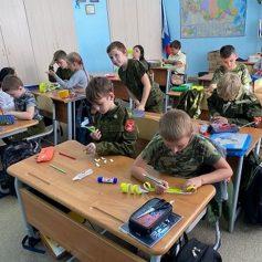 В Гагарине школьников научили делать световозвращающие элементы