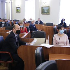 В Смоленской областной Думе сокращается количество депутатов на постоянной основе