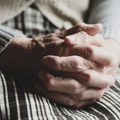 Работающим пенсионерам Смоленщины продлили режим самоизоляции