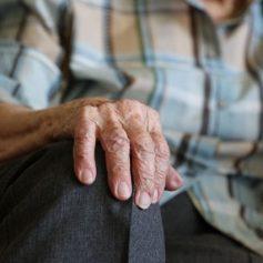 Пособия для пожилых смолян продолжат выплачивать из-за пандемии