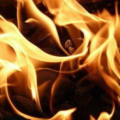 Автомобиль загорелся на трассе М-1 в Смоленском районе