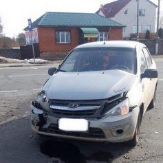 В Рославльском районе иномарка при развороте врезалась в «Lada Granta»