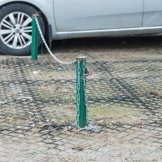 Мэрия Смоленска обязала жильцов убрать самовольную парковку на улице Кирова