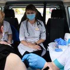 В Смоленске заработал мобильный пункт вакцинации против коронавируса