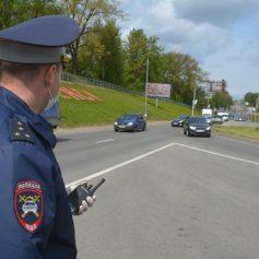 Под Смоленском водитель «влетел» в машину ГИБДД и избил автоинспектора