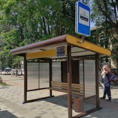 В Смоленске на улицу Николаева вернули остановочный павильон