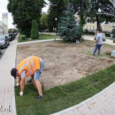 В Смоленске завершают благоустройство сквера имени Клименко