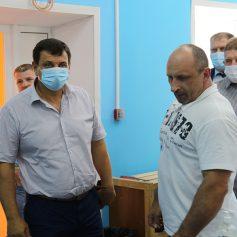 Председатель Смоленской областной думы посетил обновленный зал единоборств в Рославле